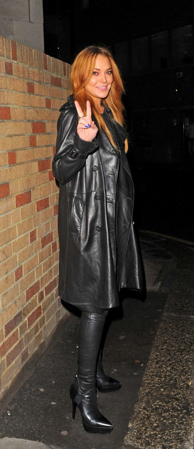 Lindsay Lohan i leather - Out in London