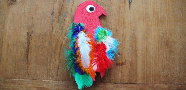 Heute basteln wir einen tolla-Papagei, den wir auf unsere Schulter tragen können! Mit diesem Papagei ist man ein echter Hingucker!