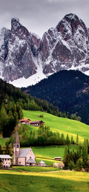 Church of St. Magdalena in Val di Funes, Italy • photo: Matt Burke on Flickr