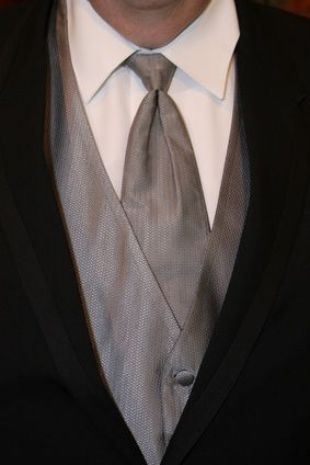 What Is Formal Attire for a Wedding?