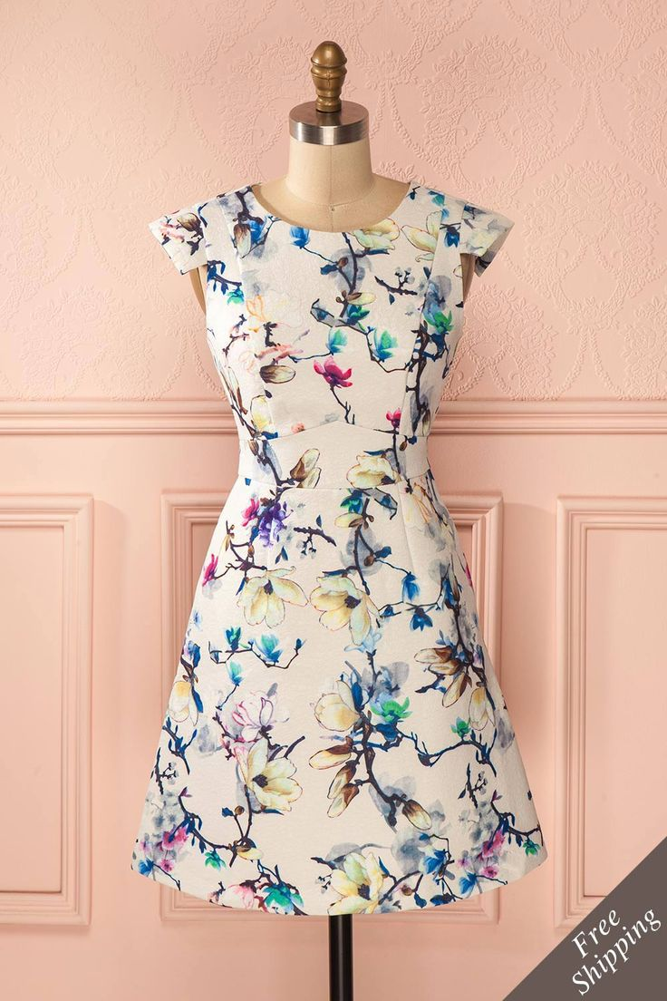 Comme le magnolia en fleurs, elle est grandiose et éblouissante! Like the magnolia tree, she is majestic and fabulous! Ivory colorful floral print jacquard dress www.1861.ca