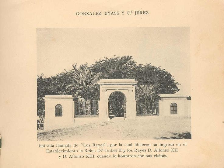 """Entrada de """"Los Reyes"""", por la que accedieron a las bodegas Isabel II, Alfonso XII y Alfonso XIII en sus respectivas visitas."""