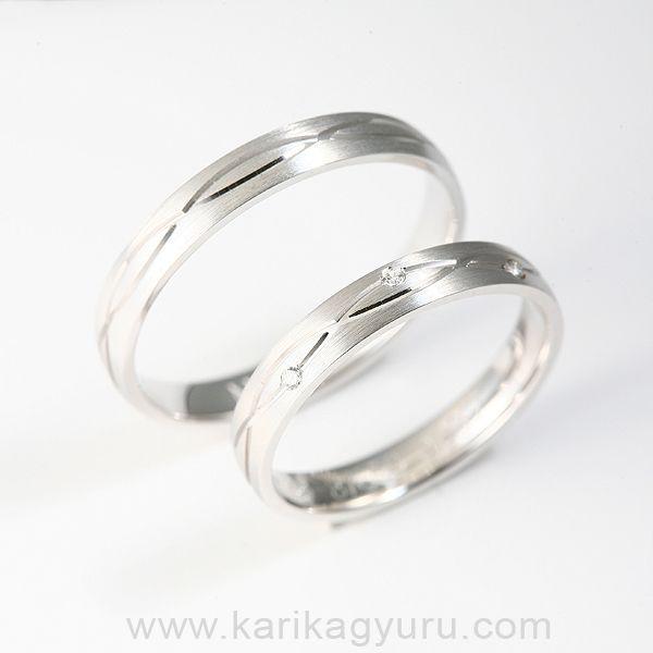 Divatos fehér arany karikagyűrű pár 0,03 ct gyémánttal.