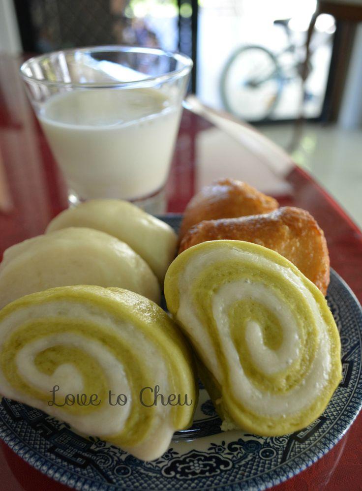 Steamed bun/bread, mantou, pandan mantou. Full recipe on lovetocheu.blogspot.com