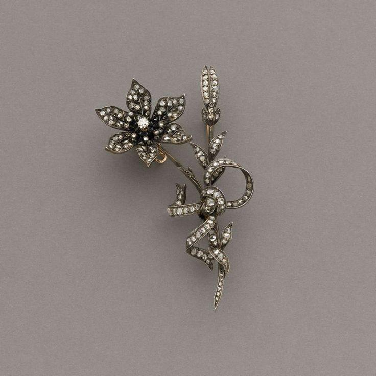 Lot : Spilla smontabile utilizzabile anche in  tiara o tra i capelli, in oro rosa e argento[...] En tremblant Dans la vente Joaillerie à Il Ponte Casa d'Aste