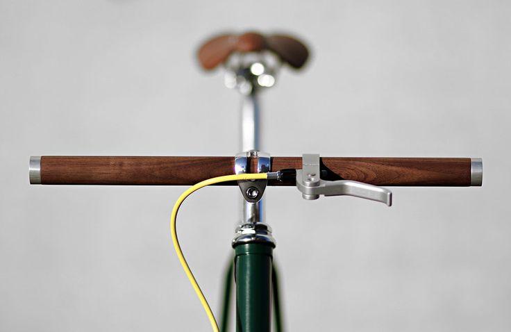 Lenkr, Parax und Lumineer: Mit einem Holzlenker, einer Wandhalterung und einer in den Vorbau integrierten Beleuchtung suchen derzeit aufKickstartergleichdrei interessanteFahrrad-Projekte nachUnterstützern. 1. Lenkr Lenkr ist ein minimalistischer Holzlenker, der dem Fahrrad eineneinzigartigen, puristischen und zeitlosen Look verleihen soll.Jeder Lenker wird … Weiterlesen