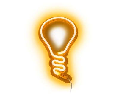 Decoración de pared en neón LED Idea - amarillo. BUENA ENERGÍA. Las luces de neón vienen cargadas de mensajes amorosos y divertidos pensados para generar buenas vibraciones. En la sala de estar, el dormitorio o incluso el cuarto de baño... Cualquier lugar es bueno.