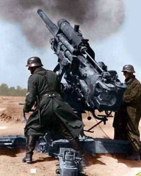 German 8,8 Flak with Crew