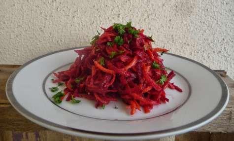 Salade violette: betterave, carotte, radis violet vinaigre à la pulpe de framboise
