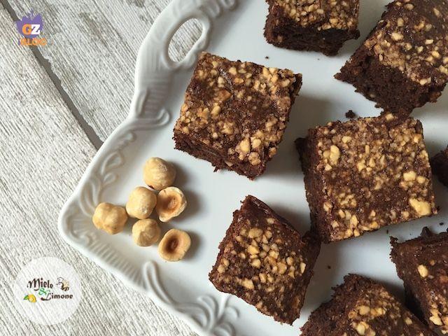Brownies alla banana e nocciole - ricetta golosa