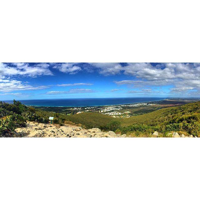 Mount Coolum, beautiful day for climbing :) #mountcoolum #fitness #lungsburning #scarringonthelungs #damnyouchemo #lovethiswalk #sunshinecoast #atthetop #warmwinter #hodgkinslymphomasurvivor #iphone6plus