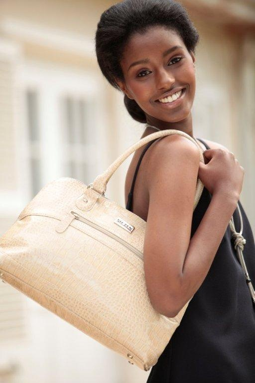 Looking oh so gorgeous with our limited edition #ShZen cream hand bag