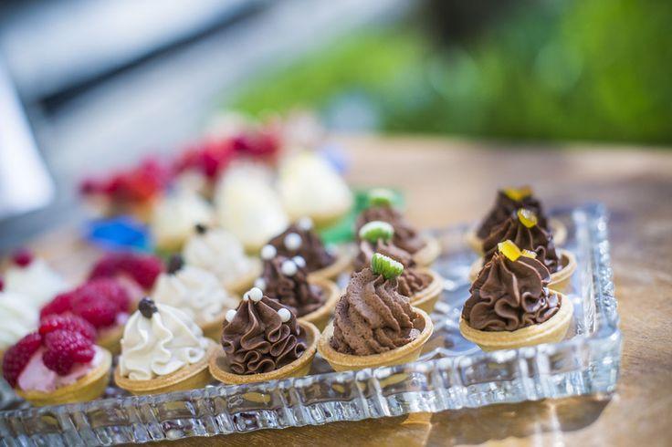 Budapest legjobb terasza! Gyere sütizz nálunk! Rendelj tortát, kóstold meg legfrissebb finomságainkat. www.asztalka.com cake, Budapest, cake shop,