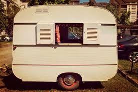 44 best au jardin caravane images on pinterest vintage campers vintage - Peindre une caravane ...