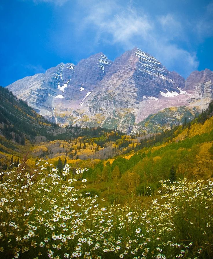 Maroon Bells in Autumn... The Maroon Bells are two peaks (14,000 foot ) in the Elk Moutains. Just 8 miles outside of Aspen, Colorado and considers to be the most photographed peaks in North America by Bảo Trần on 500px.