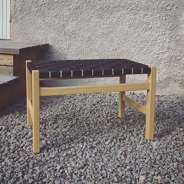 First assignement on @capellagarden - make a #carlmalmsten stool called Meditation using only handtools. Done! #design #form #woodworking #handmade #hantverk #handgjort #interiordesign  #SlowLiving #woodworker #woodworkers #finewoodwork #craft #crafting #woodshop #diy #designboom #stool #carlmalmsten #pine #handtools