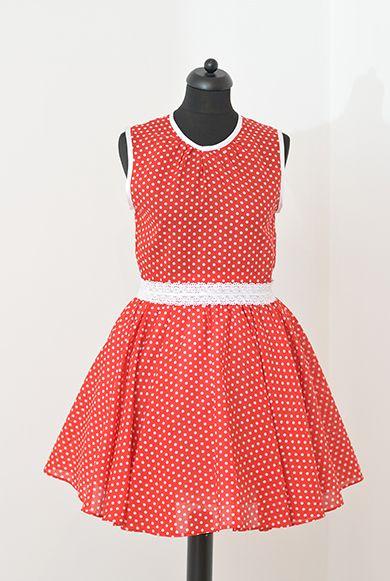 2aaa66ca09 Elegáns és divatos pöttyös nyári ruha, melyet menyecskéknek is ajánlunk. A  ruha hátán cipzáros