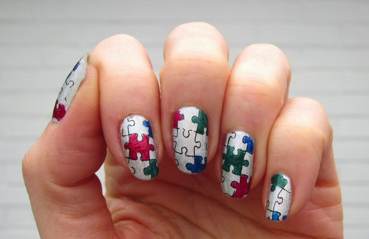 Sannes nails 2015. Gosh Holographic Hero, the puzzle stamp is fro MoYou.