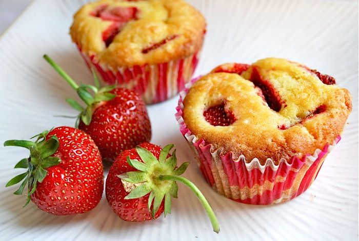 Lemony strawberry muffins - is it summer yet?: Strawberry Muffins, Best Recipes, Strawberries Muffins, Strawberries Lemon, Healthy Strawberries, Recipes Strawberries, Lemon Muffins, Lemony Strawberries, Strawberries Recipes