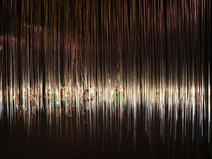 """""""Masa"""". Escenografía """"Música, Danza y Aventura"""", por DJA. Riga 2014 capital cultural """"Riga Festival"""". Fotografía © Ernests Sveisbergs. Señala encima de la imagen para verla más grande."""