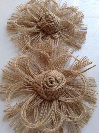 flores de arpillera o tela de yute- http://diarioartesanal.com/decoracion-calida-y-rustica-modelos-de-flores-de-arpillera/