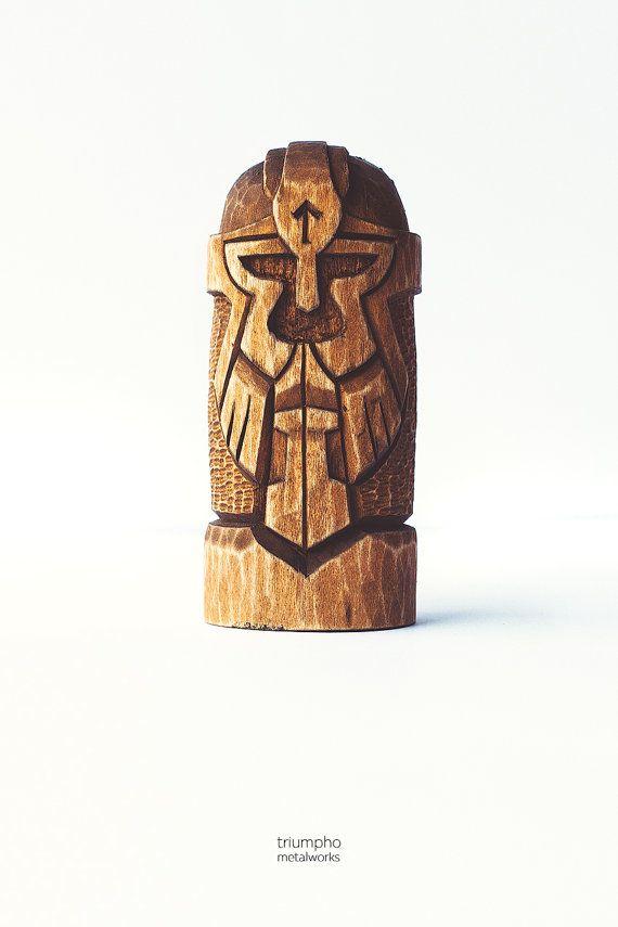 Holz Figur  ein Gott Thor. Handgeschnitzte Holzfigur Thor /