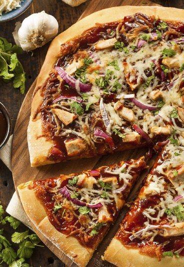 Recetas de Pizza - Ligeras y deliciosas: 10 recetas clásicas en su versión light - Siempre creemos que la comida italiana está enfrentada con seguir una dieta ligera pero una pizza no tiene por qué ser nuestra peor enemiga. Tan solo debemos escoger bien los ingredientes que añadimos a nuestra creación...