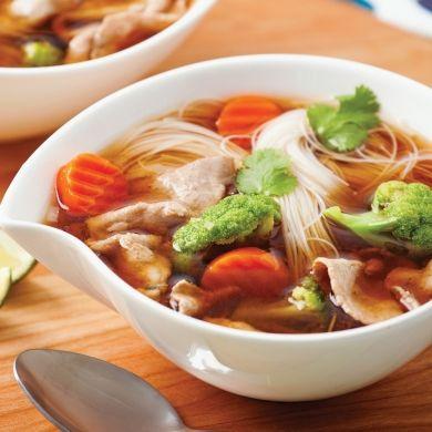 Soupe asiatique au boeuf et légumes - Soupers de semaine - Recettes 5-15 - Recettes express 5/15 - Pratico Pratique