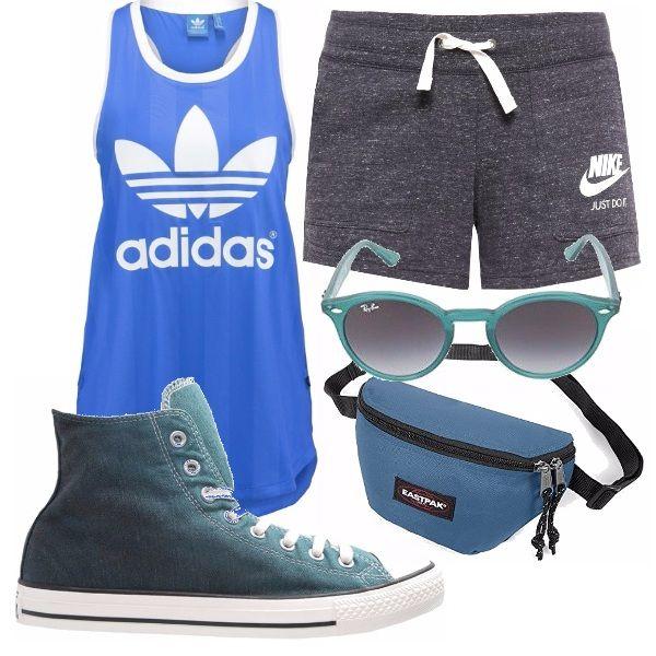 Canotta e pantaloncini sportivi per un outfit sportivo e comodo. Immancabili le converse in tinta con il marsupio da portare a tracolla e gli occhiali.