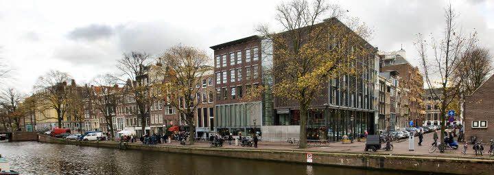 Als we toch met de Canal Bus gaan, dan kunnen we ook uitstappen bij het Anne Frank Huis. Ben ik nog nooit geweest, jij?