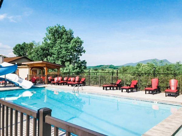 It S Time For Some Fun In The Sun Get 15 Off Your Stay At Howard Johnson Pigeonforge The Perfect Place To S Smoky Mountains Pigeon Forge Hotels Hotel