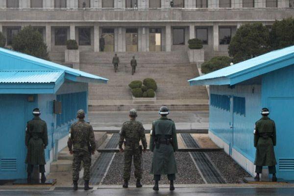 北韓與南韓之間的邊界: 這地區算是非軍事地帶(DMZ)。不知道他們在這麼敏感的界線上是如何相處的。 (Boundary between South Korea and North Korea)
