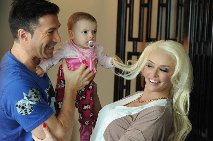 Mit Bald-Ehemann Lucas Cordalis und Töchterchen Sophia ist Daniela Katzenberger glücklich.