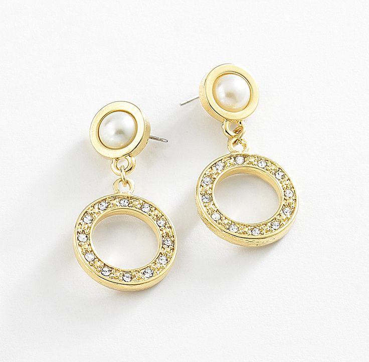 Par de aretes en 4 baños de oro de 18 kl con incrustaciones de diamonice y perlas en color natural.