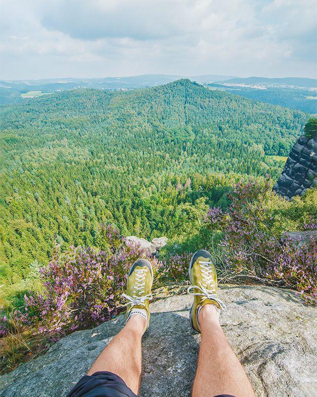 Szwajcaria Saksońska i jej uroki ! Wspaniała wyprawa weekendowa! Ponad 40km dziennie pieszo z plecakiem! Dobrze poczilować na skraju skały :  Blog: www.yazhubal.pl  FB: http://ift.tt/1ktzCpY  #germany #deutschland #visitgermany #sachsen #mountains #gory #traveling #backapckers #nonstopexplore #photooftheday #yazhubal