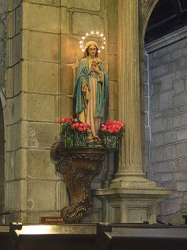 Statue - Igreja Matriz de Ponte de Lima by Frans Harren, via Flickr