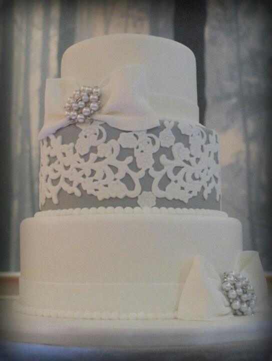 wit en grijze bruidstaart
