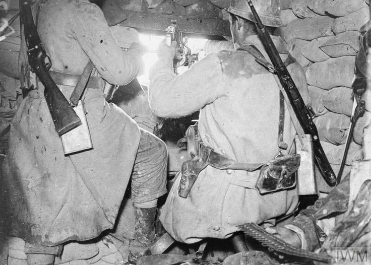 """Images of War on Twitter: """"French troops manning a Hotchkiss M1914 machine gun in a pillbox at the Fort Vaux, 22nd November 1916. (Image, IWM - Q 78041) https://t.co/eo8Opb4ijQ"""""""