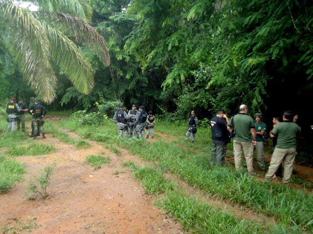 | Cansados de esperar por PF e Funai, índios Uru-Eu-Wau-Wau decidem investigar grilagem de terra | A Terra Indígena Uru-Eu-Wau-Wau está localizada numa das regiões de maior influência do agronegócio do sul de Rondônia. Pecuaristas, agricultores, garimpeiros, madeireiros são responsáveis pelo desmatamento dentro da reserva. Segundo documento do Instituto Socioambiental (ISA), a terra dos índios Uru-Eu-Wau-Wau é alvo de invasões desde os anos de 1970.