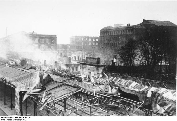 Управление ЮЖД и перроны Южного вокзала со Свердловского виадука. Октябрь 1941