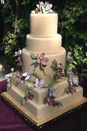 Love the idea of both square and circle tiers in one cake.