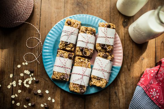 No-Bake Chocolate Peanut Butter Chewy Granola Bars