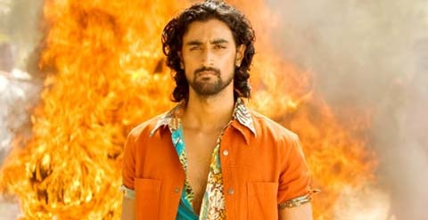 Kunal Kapoor burning the Ajante in Aaja nachle!