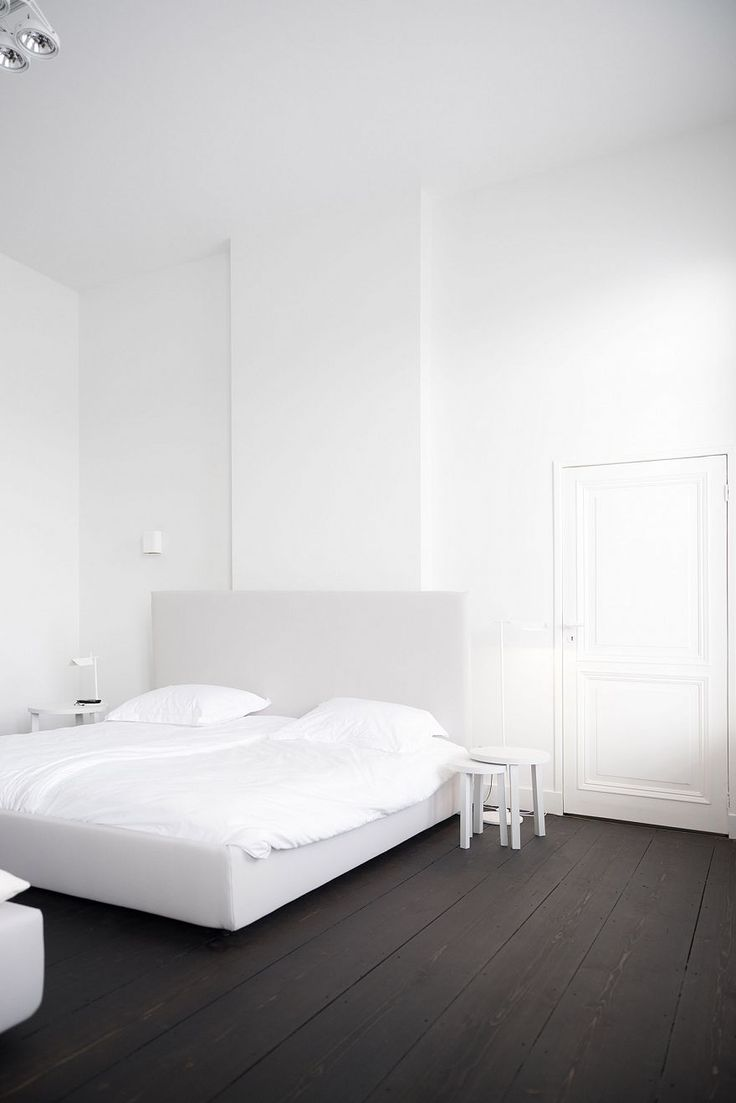 Based in Maastricht, the Netherlands, Studio Niels was founded under Niels Maier with a focus on interior design and its effects on the built environments.