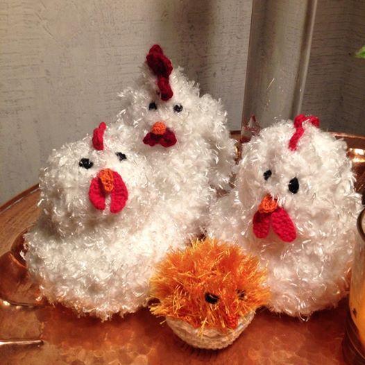 Det växte fram en höna när jag virkade. Självklart blir det några kycklingar också.
