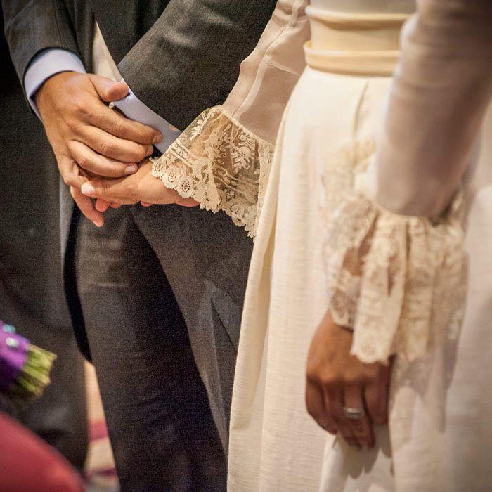 traje de novia. detalle de encaje en las mangas