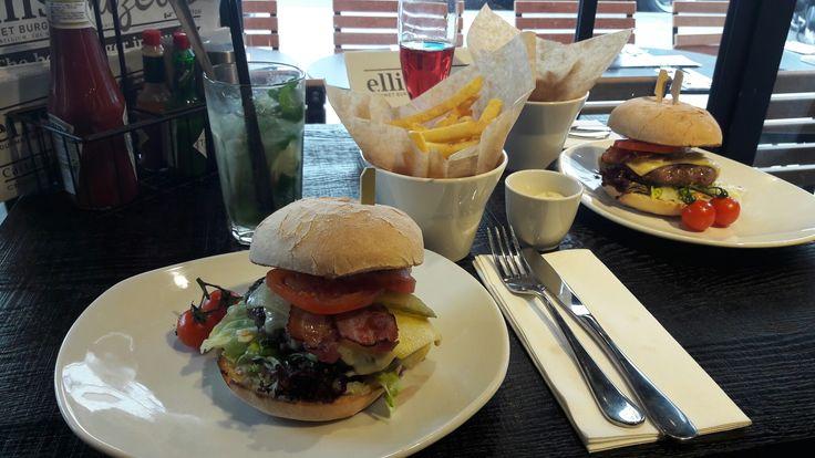 Restaurant Ellis Gourmet Burger à Bastille.  FB : si on testait ? Insta : siontestait