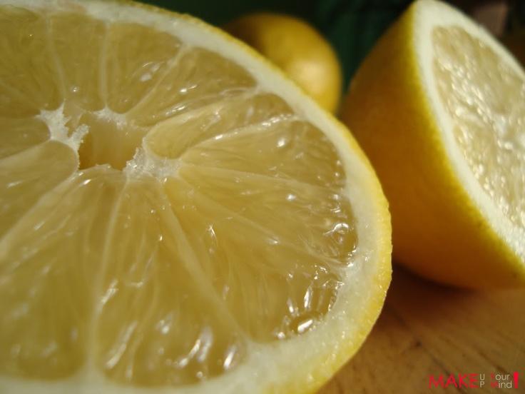 clean your skin with lemon..leave on for 10 min..remove...renews   maak je gezicht schoon met citroensap en laat tien min inwerken, wassen en ...