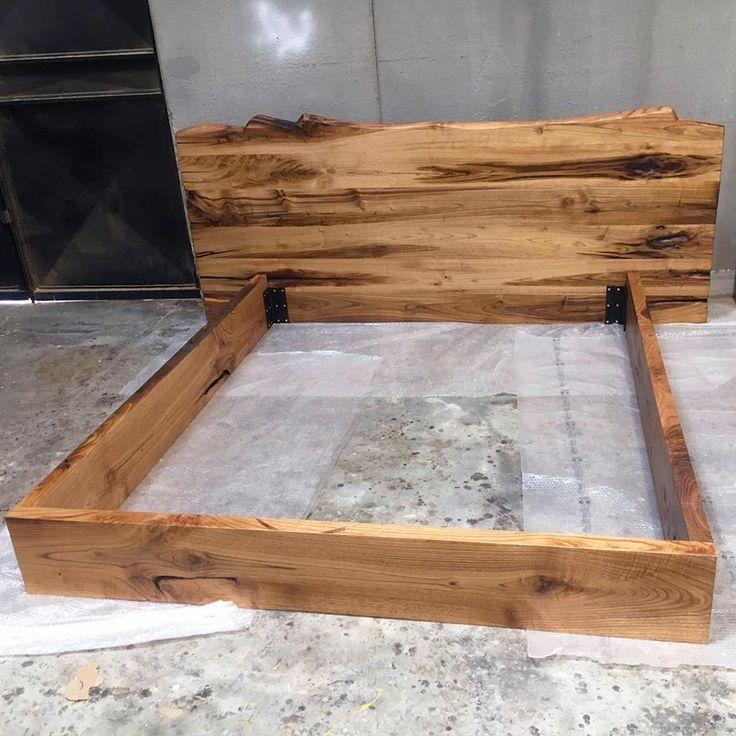 Letto in legno massello con testiera modello New York