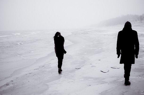 E assim você vai caminhando sem mim, sem a minha ausência, sem a minha falta....então me resta dor.... Dor de ver você partir para longe de mim, se distanciando fugindo dos meus olhos e dos meus passos nus ! Ivan  Lopes